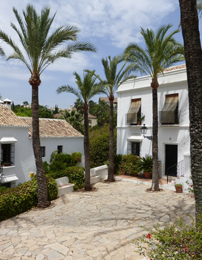 Las Lomas Club, Marbella - Plaza acceso - Donald Gray
